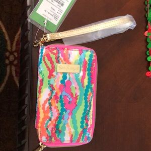 NWT Lilly Pulitzer Wristlet Hold iPhone 6, 7 and 8